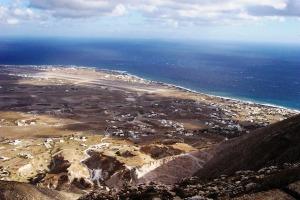 Santorini 10-30-05 007