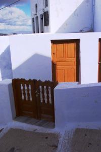 Santorini 10-30-05 025